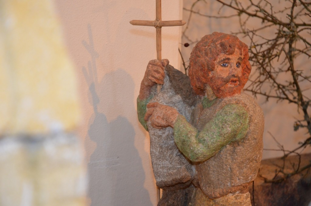 Johannes, der Täufer: er kündigte Jesus an.